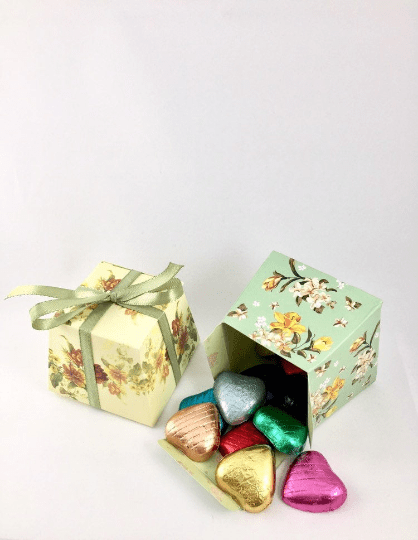 10 x individually foil wrapped Belgian chocolate hearts